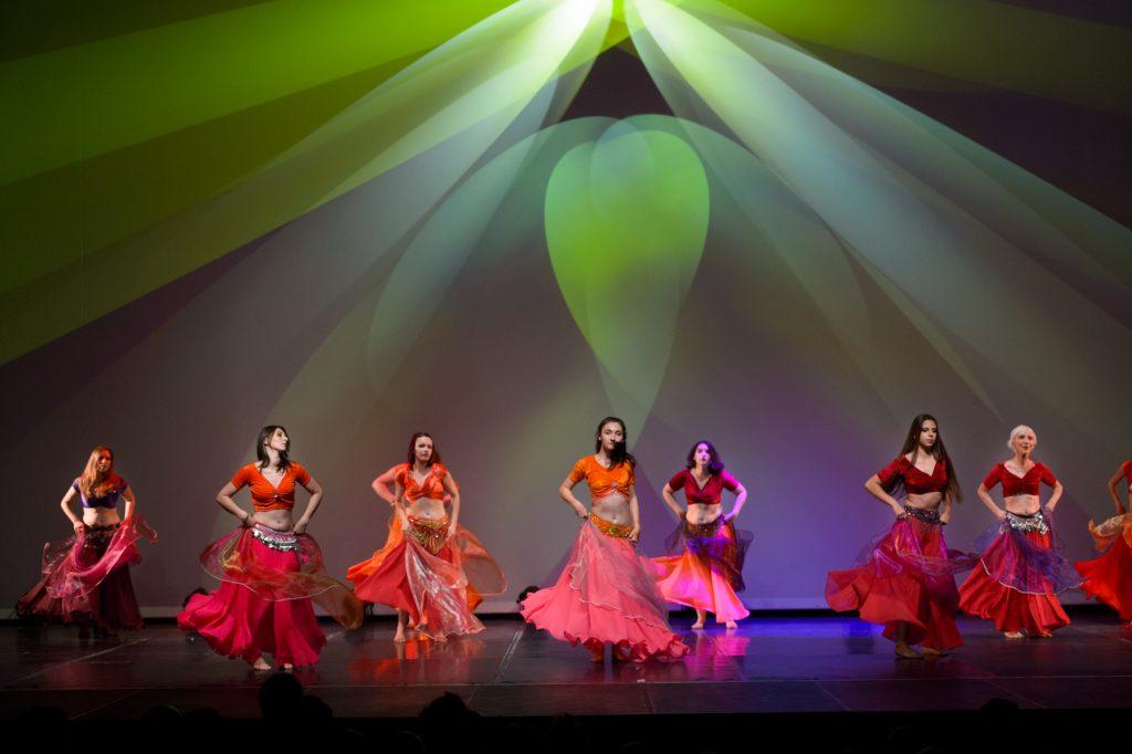 gala-danse-orientale-robes-voile-chic-couleur-eclairages-spectacle-christelle-labrande-photographe-herault-gard-ecole-danse-choreart-pasino-la-grande-motte