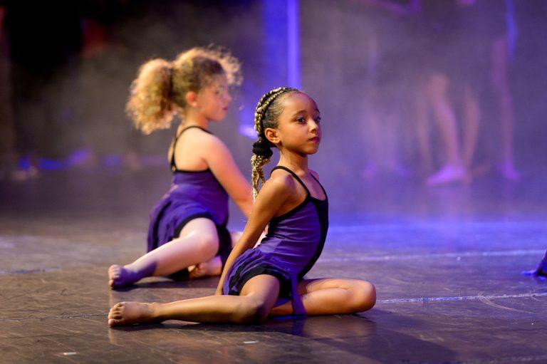 jeune-danseuse-robe-mauve-gala-danse-tango-chic-couleur-eclairages-spectacle-christelle-labrande-photographe-herault-gard-ecole-danse-choreart-pasino-la-grande-motte