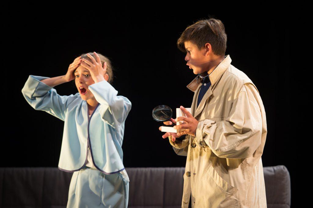 enfants-theatre-comedie-drole-theatre-jean-pierre-cassel-grau-du-roiphotographe-christelle-labrande