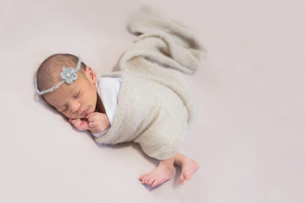 bebe-endormi-bandeau-fleur