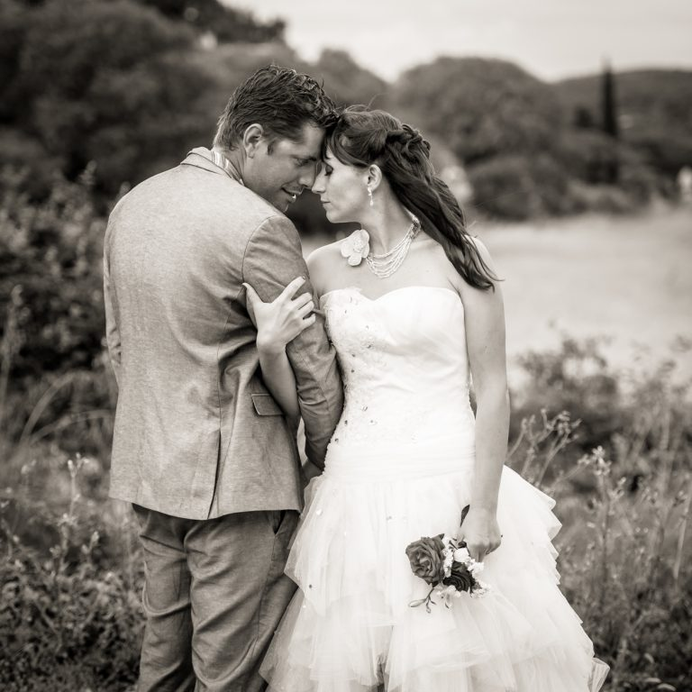 seance-couple-mariage-noir-et-blanc-montarnaud-christelle-labrande-photographe