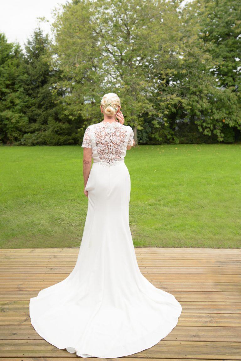 mariage-normandie-robe-de_dos-blonde-senior-prairie-
