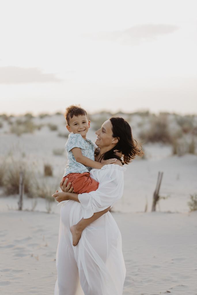 photo-couleur-femme-enceinte-plage-grau-du-roi-espiguette-seance-photo